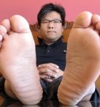 Student in Search for Answers to Relieve Flat Feet